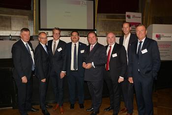 v.l.n.r.: Bodo Löttgen (CDU), Roland Staude (DBB NRW), Sven Wolf (SPD), Himmet Ertürk (vdla), Lutz Linienkämper (CDU), Ulrich Silberbach (dbb), Stefan Engstfeld (BÜNDNIS 90/Die Grünen), Christof Raschke (FDP) (Foto: @ Markus Klügel)