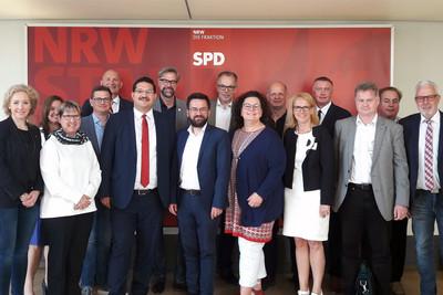 Vertreter der DBB NRW Gewerkschaften mit Thomas Kutschaty, Fraktionsvorsitzender der SPD NRW im Düsseldorfer Landtag (Bildmitte vorne, 8.v.l.). Foto © DBB NRW